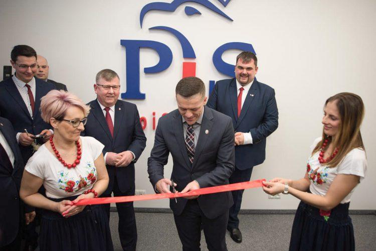 Nowy Sącz: uroczyste otwarcie biura poselskiego <br> Patryka Wichra oraz Beaty Szydło z udziałem Senatora Wiktora Durlaka
