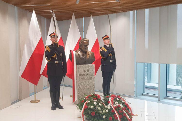 Uroczystość odsłonięcia popiersia śp. premiera Jana Olszewskiego