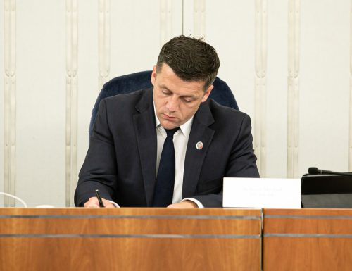Prace senackiej Komisji Samorządu Terytorialnego i Administracji Państwowej.