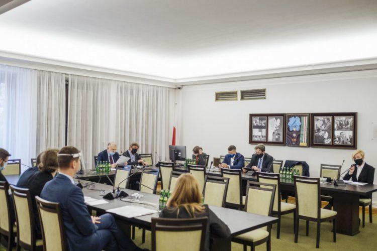 Prace w komisjach senackich