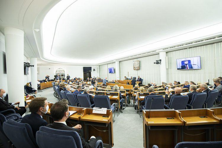 Posiedzenie 29. Wystąpienie Senatora Wiktora Durlaka w dyskusji nad punktem 7. porządku obrad: ustawa o zmianie ustawy o świadczeniach opieki zdrowotnej finansowanych ze środków publicznych oraz nad punktem 4. porządku obrad: ustawa o zmianie ustawy o usługach płatniczych